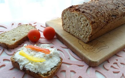 zdjęcie chleba i kanapki z twarogiem