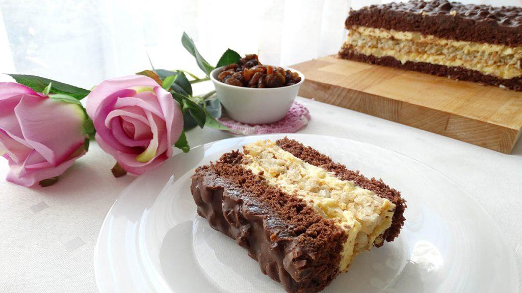 zdjęcie ciasta natle róż