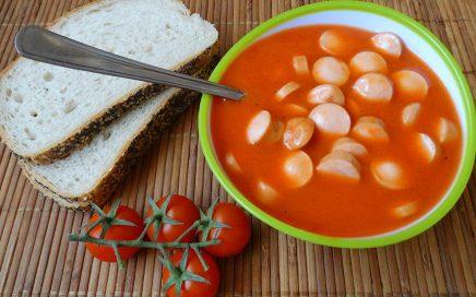 zdjęcie parówek wsosie pomidorowym