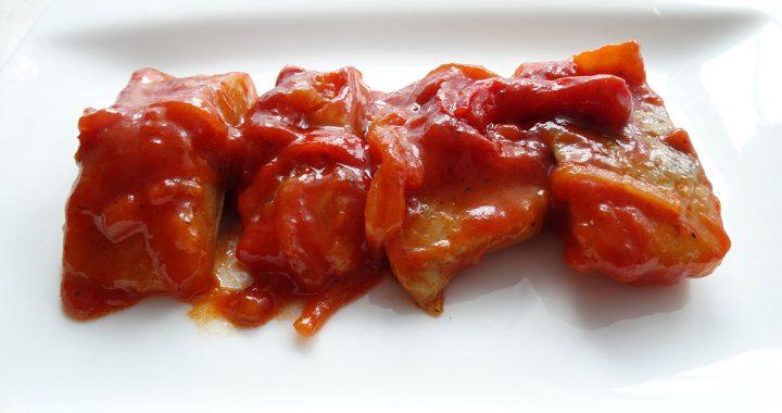 zdjęcie śledzi w sosie salsa