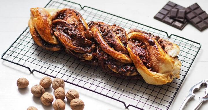 Strucla czekoladowa z orzechami