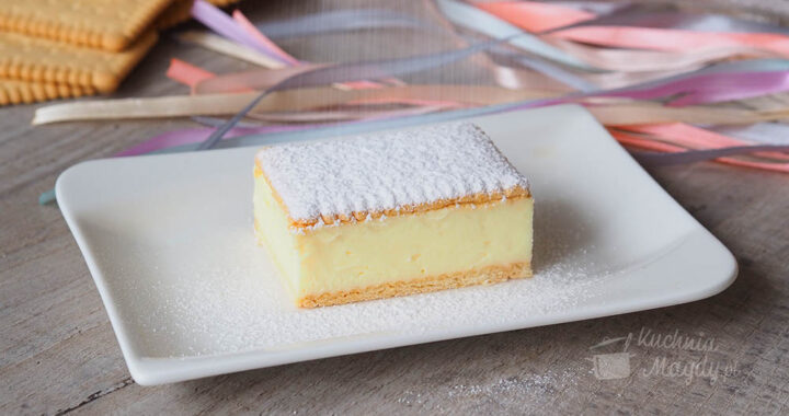zdjęcie ciasta na talerzyku Kremówka bez pieczenia